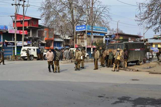 Martyr's Memorial Row: Shabir Shah condemns police 'atrocities'