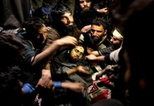 Thousands including rebels throng residence of Hizb rebel killed in Padgampora