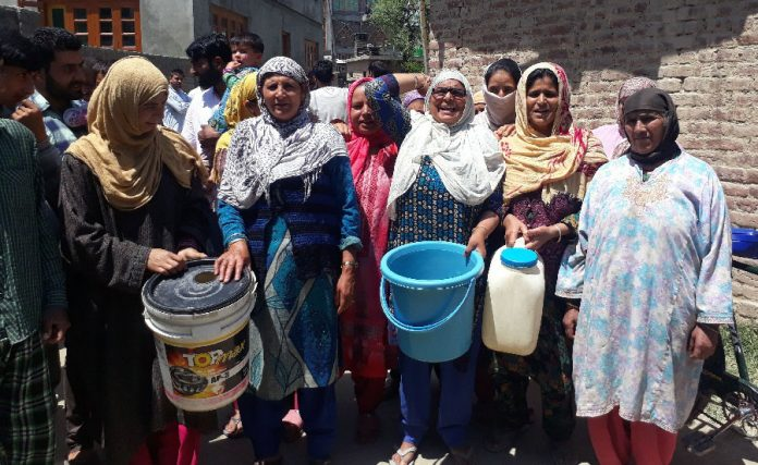 Budgam's Wagoora residents protest against PHE