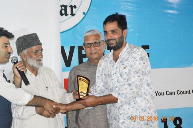 Imtiyaz Ahmad from Art City Advertisers presented with memento during the launch event