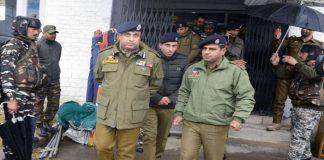 Accompanied by DIG south Kashmir, IGP Kashmir visits Pulwama